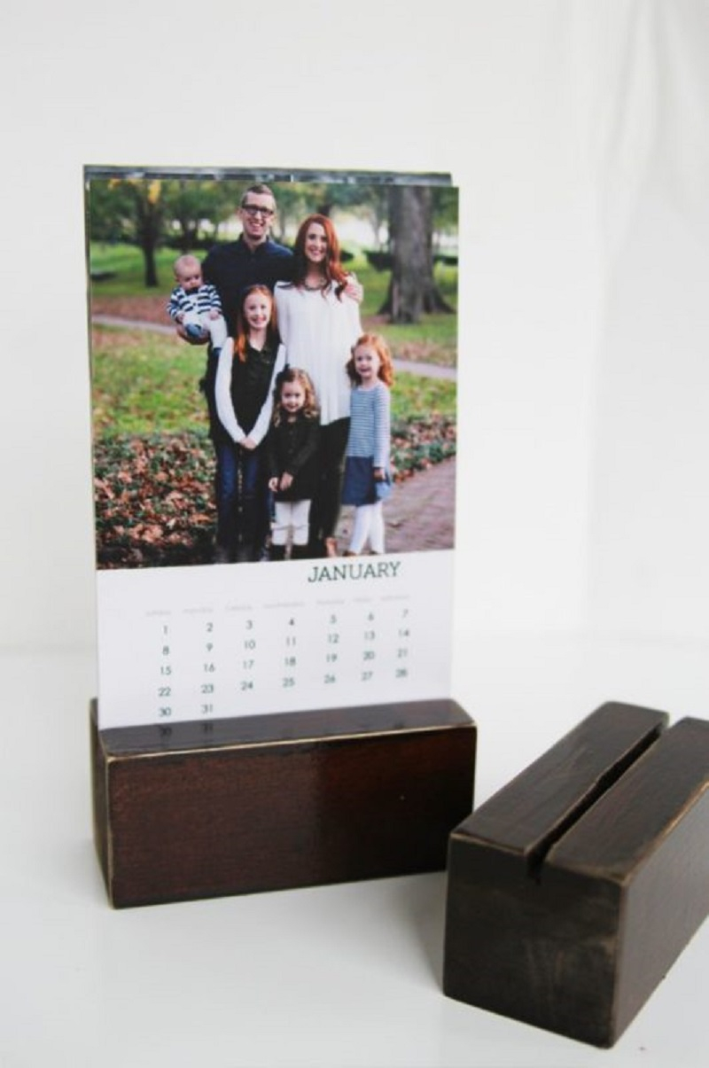 Desk photo diy calendar Keep Your Days And Months Organized With DIY Calendars Instead Of Buy The New One