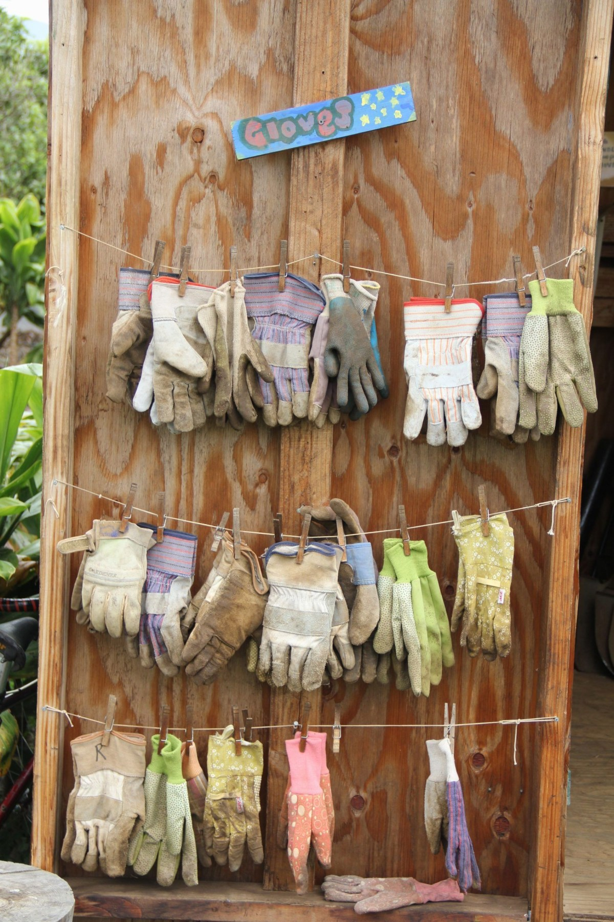 Garden glove drying rack DIY Saving Money Ideas Of Clothesline To Hang Dry Your Clothes