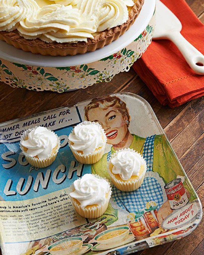 Kitchen kitsch DIY Winsome Serving Trays To Show Your Stylish Detail