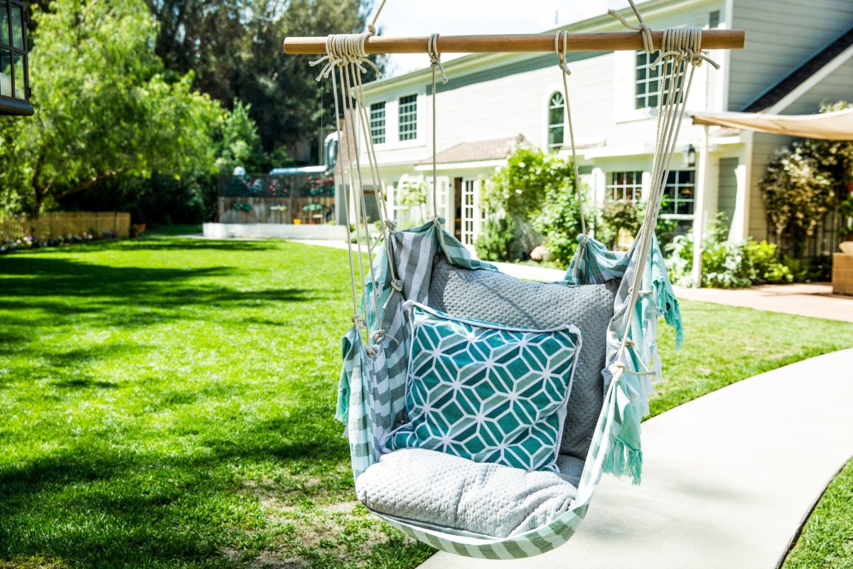 Outdoor cushioned hanging chair Epic DIY Hanging Chair Projects To Complete Your Home Presentation