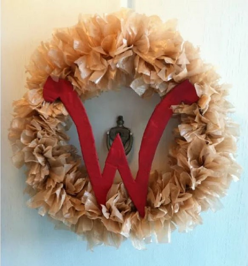 Wreath from plastic grocery bags