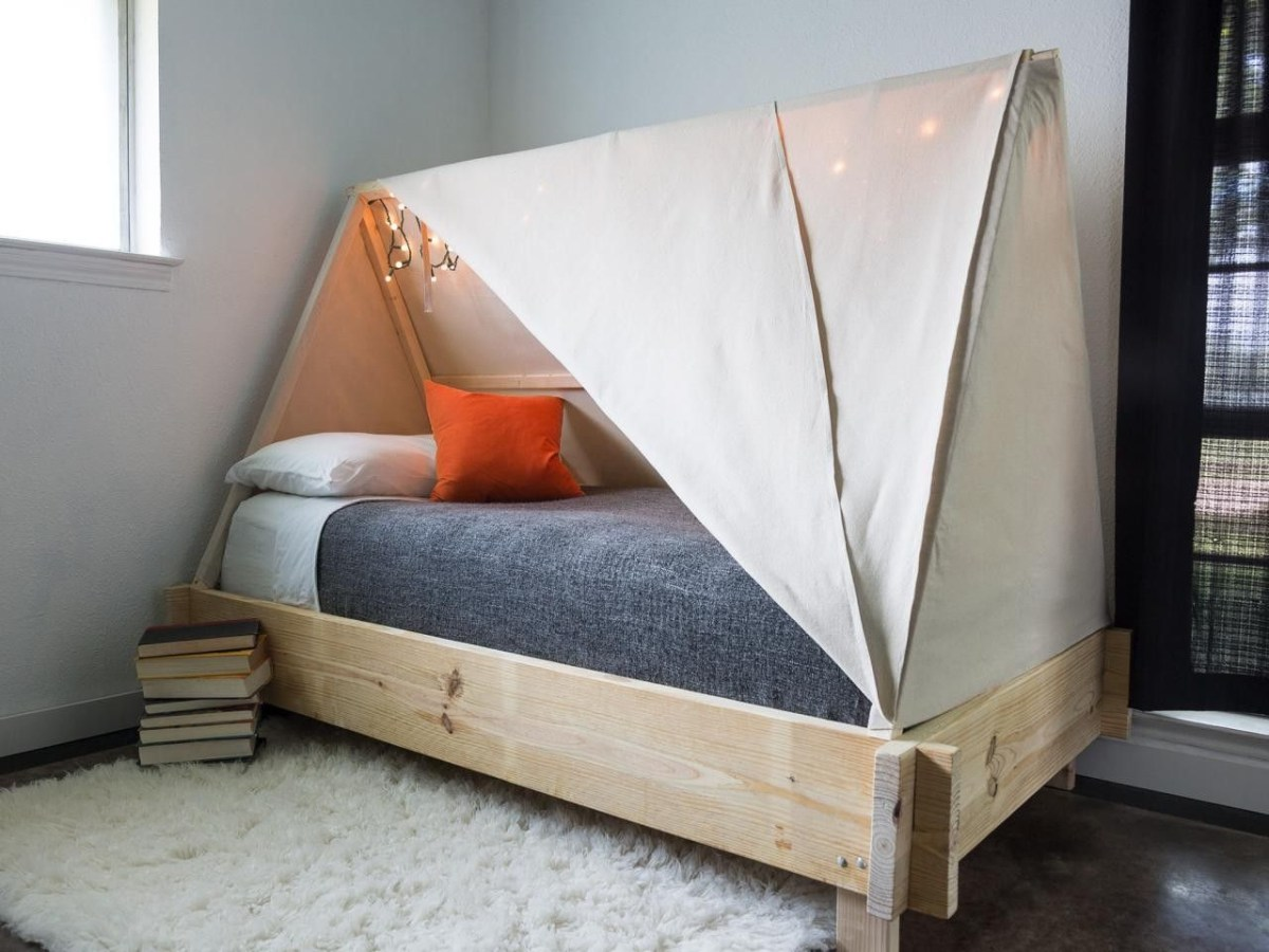 Cozy tent bed Best DIY Ideas As Solutions To All Your Boys Room Décor Dilemmas