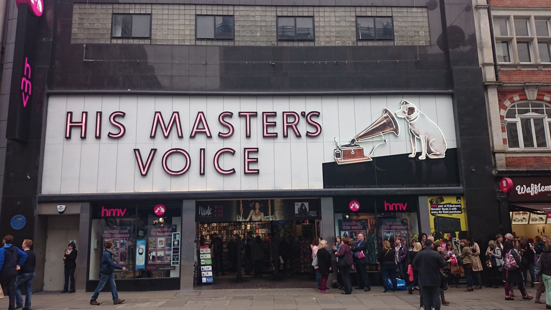 HMV Will Accept Your Gift Cards Despite Administration