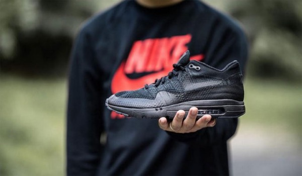 NIKE AIR MAX 1 ULTRA FLYKNIT BLACK