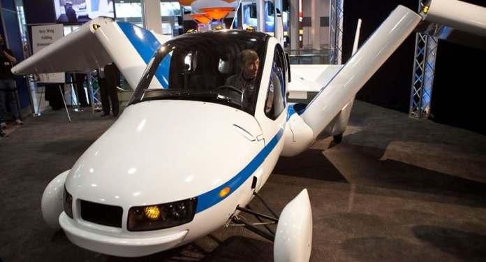 Resultado de imagen para Transition es el nombre del nuevo vehículo volador, desarrollado por la empresa emergente Terrafugia. Tendrá una capacidad para dos pasajeros y necesitara una pista de despegue y aterrizaje como los aviones convencionales, aunque también puede ser usado como un auto terrestre normal, con la capacidad de convertirse en un volante en un solo minuto