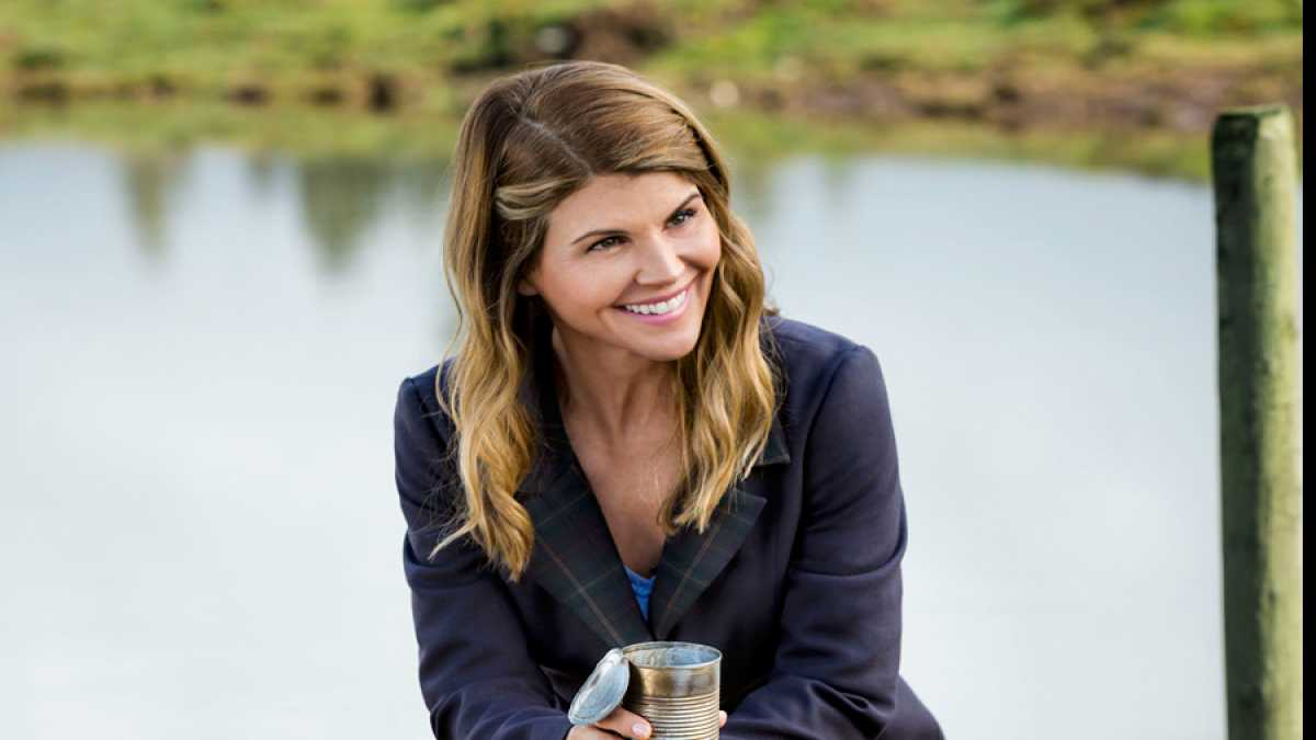 When Calls The Heart Season 3 Lori Loughlin Guideposts