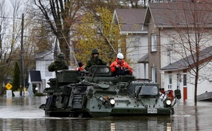Canadian soldiers inspect a flooded residential area in Gatineau, Quebec, Canada, May 7, 2017. Reuters