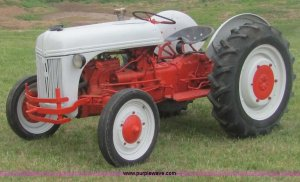 1942 Ford 9N tractor | Item 6952 | SOLD! May 24 Ag