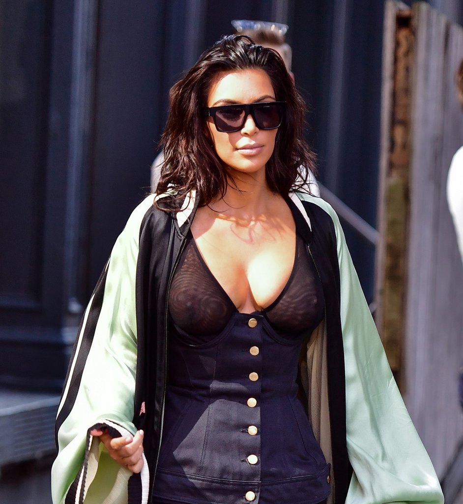 Blog Posts: Women Without Bra - The Braless And Nipple Free Trend