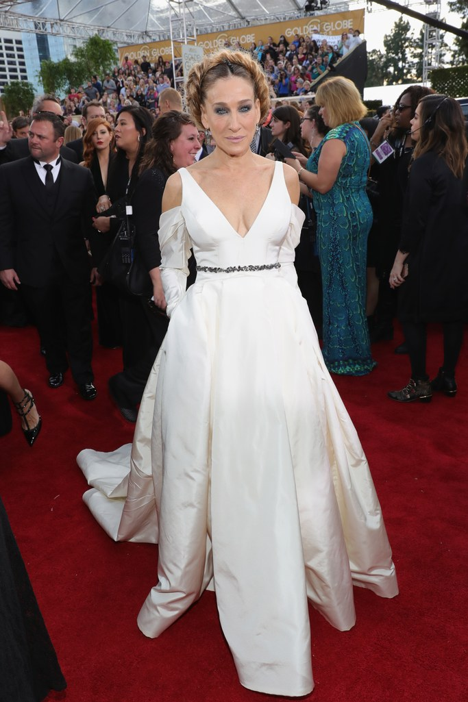 2017 Golden Globes Red Carpet: Sarah Jessica Parker in Vera Wang