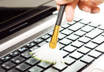 trik membersihkan keyboard