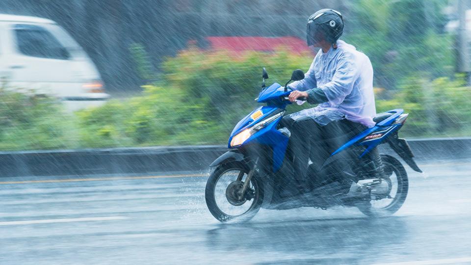 agar aman naik motor