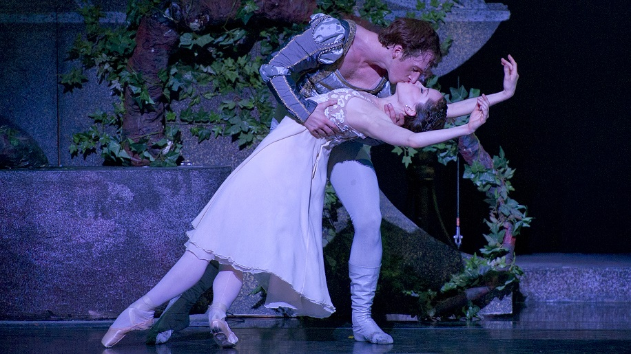 Romeo & Juliet featuring Christopher Stuart and Mollie Sansone. Photo by Marianne Leach.