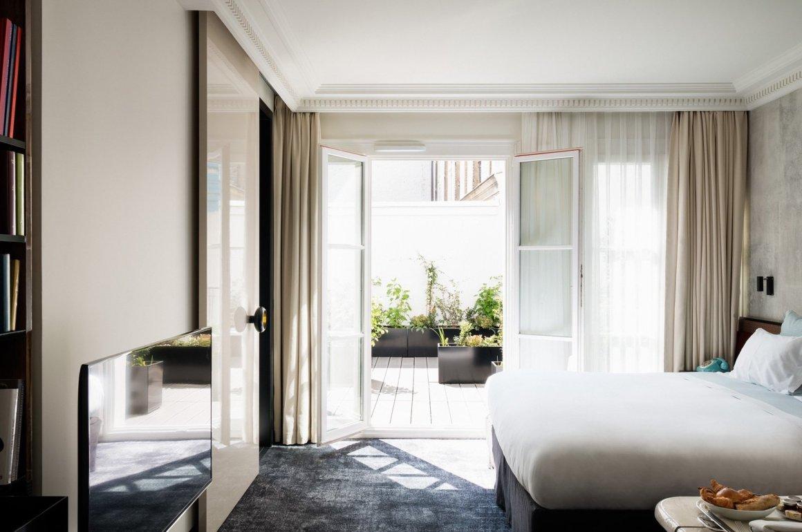 12 hôtels modernes dans les bâtiments historiques du monde entier - Photo 8 sur 24 - Les intérieurs de Les Bains à Paris, en France