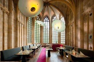 12 hôtels modernes dans les bâtiments historiques du monde entier - Photo 20 de 24 - Les intérieurs de Kruisherenhotel à Maastricht, aux Pays-Bas