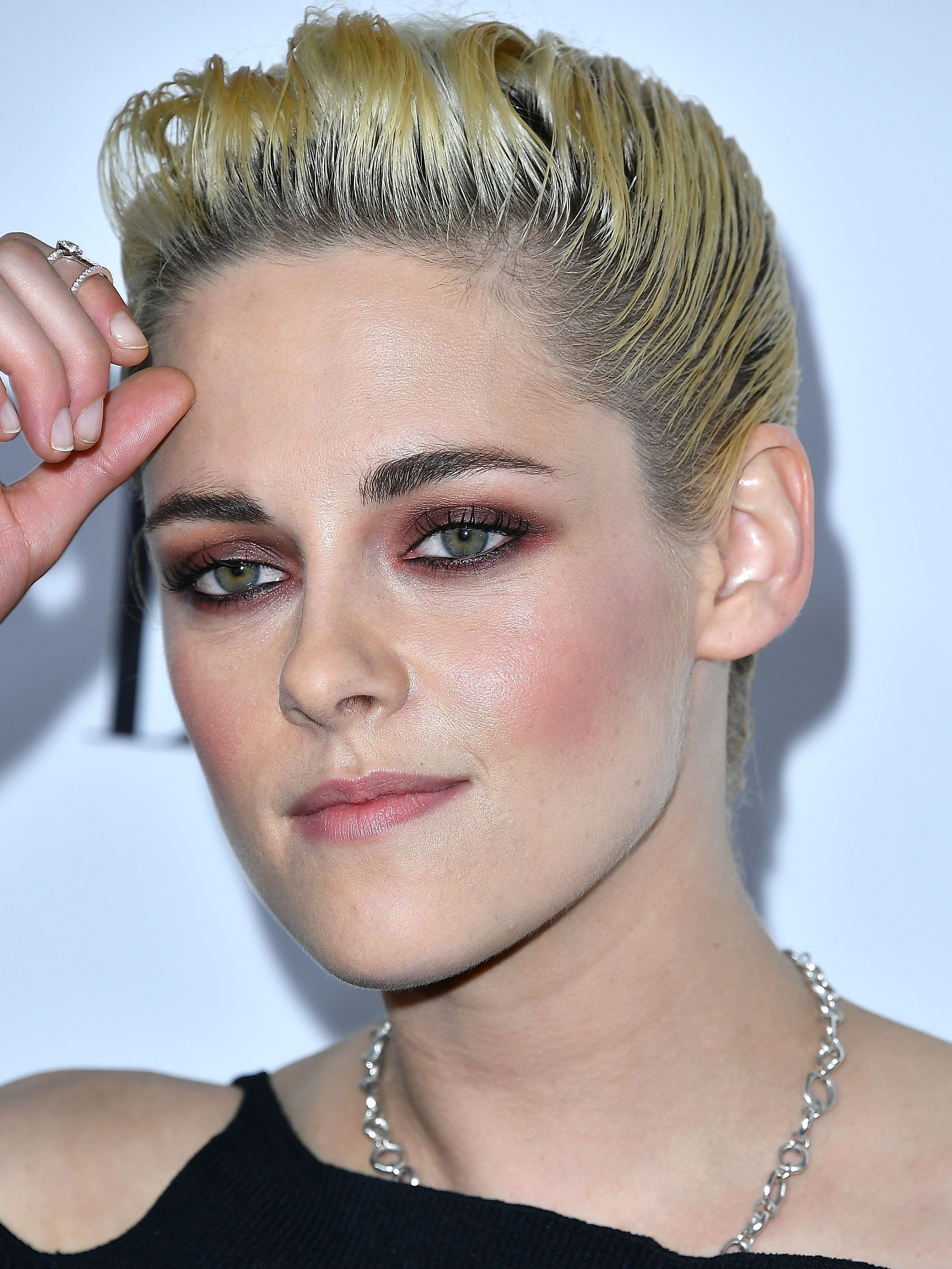 **Kristen Stewart**  K Stew, the original vampy babe, is all about that plum smoke, and even goes for a flush of pink along the cheekbones too.