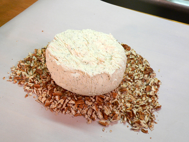 chicken-cheese-ball_12_place-cheese-ball-on-pecans