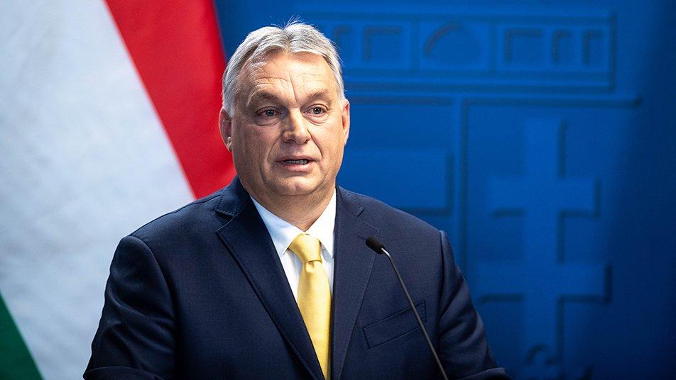 «Les rouleaux compresseurs libéraux roulent à nouveau contre la Hongrie», qui interdit l'endoctrinement LGBT des enfants