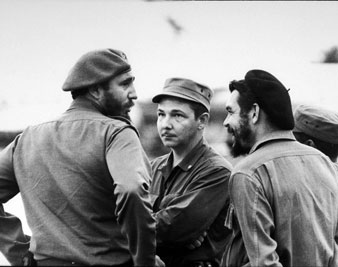Fidel Castro with Che Guevara and Castro's brother Raul (center) in Havana, Cuba. 1959 Mary Evans Picture Library/SALAS COLLECTION/Everett Collection