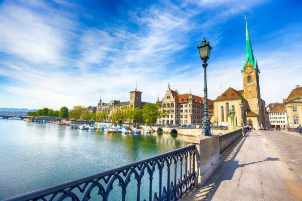 Zurich City Tour w/ Lake Cruise and Chocolate Shop