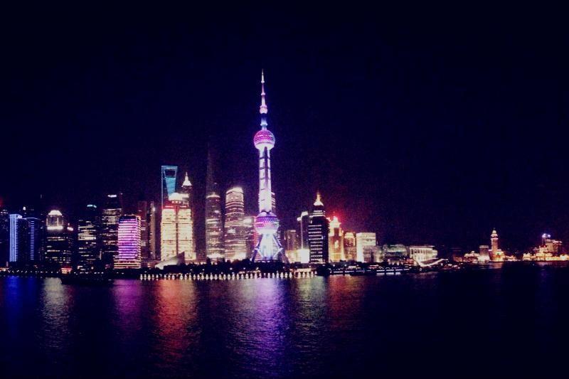 Chinese Acrobatics and Shanghai Evening Tour