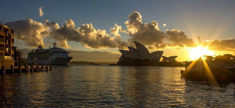 Sydney Harbour Cruises: Harbour Story Premium AM