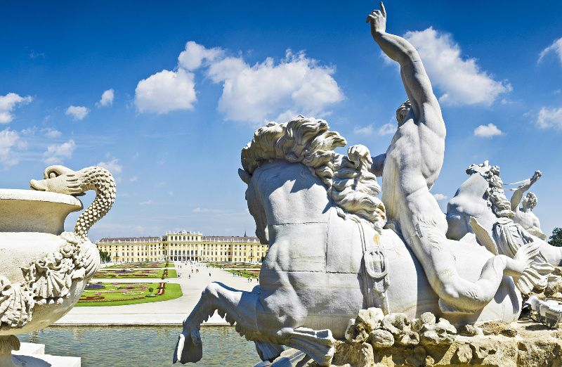 16-Day Central and Southern Europe Tour: Paris to Vienna