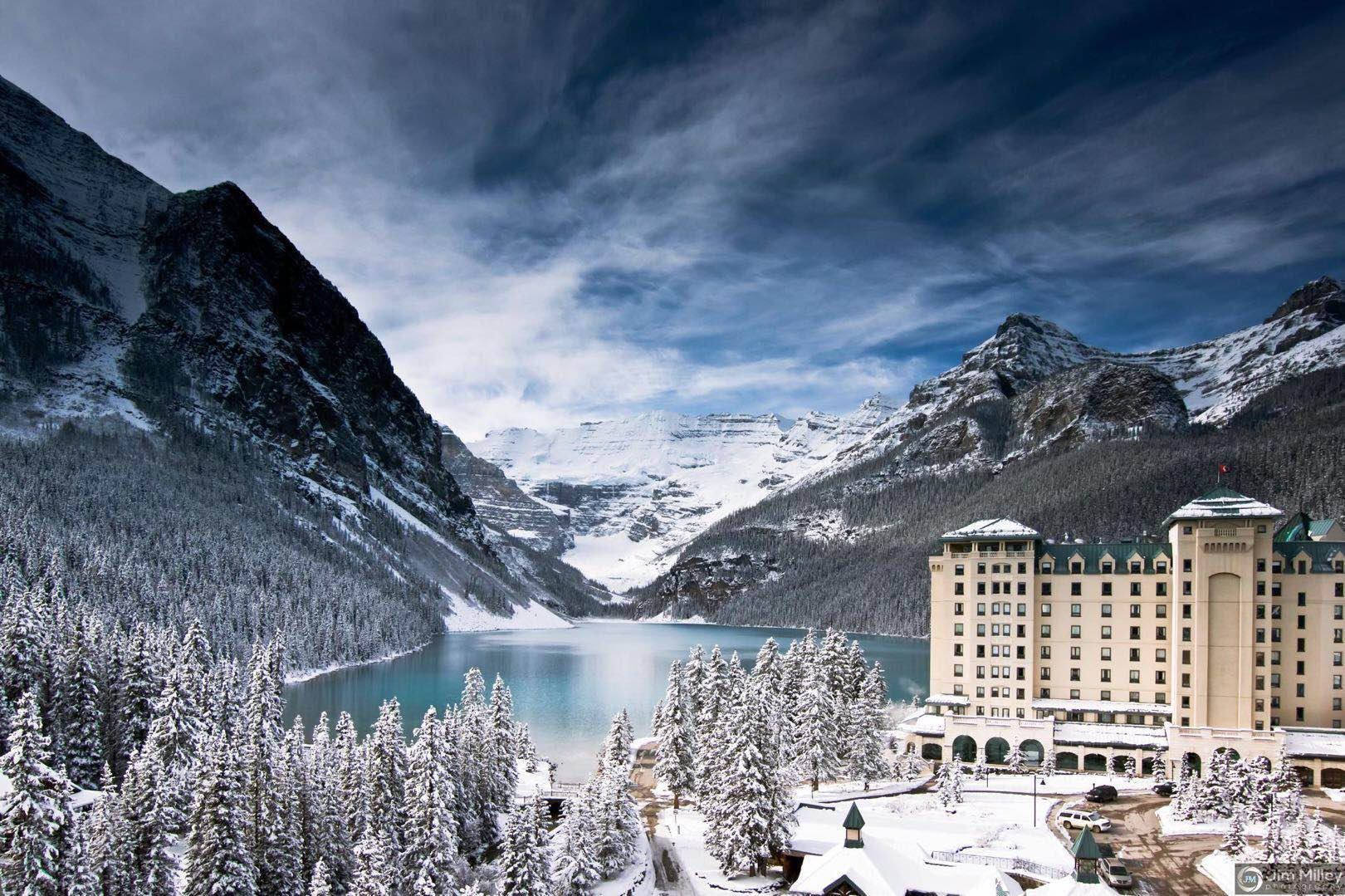 4-Day Rockies Winter Tour from Calgary: Banff Hot Spring, Banff Gondola, Columbia Icefield, Johnston Canyon