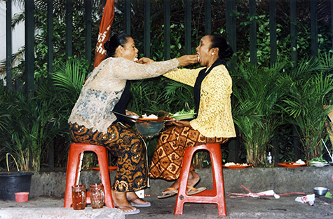 Mella Jaarsma, I Eat You Eat Me, 2002, Photographic documentation of a performance in Yogyakarta, Indonesia. Courtesy of the artist.