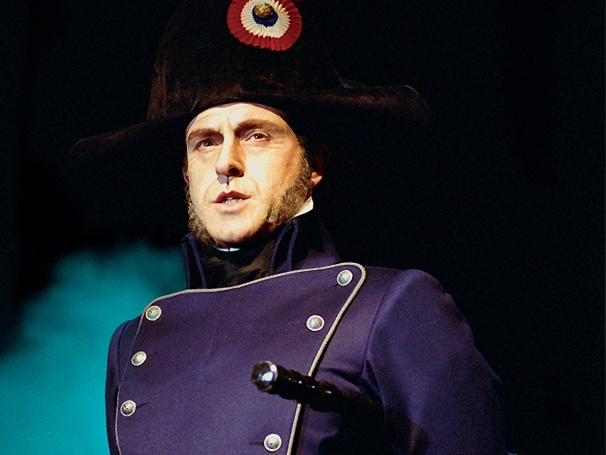 He Never Shall Yield: Earl Carpenter Returns to Les Miserables on Broadway