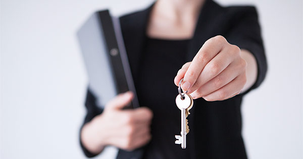 5 Reasons to Hire a Real Estate Professional When Buying or Selling! | Keeping Current Matters