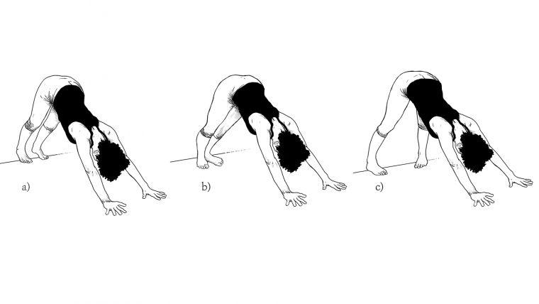 """Hay personas que por su estructura ósea sólo pueden colocar los pies de estas maneras. El angulo del femur y la tibia determinan la posición del pie. En vez de enfocarnos en """"alinear"""" los pies, mejor enfoquémonos en observar las rodillas y la acción de los aduptones hacia adentro."""