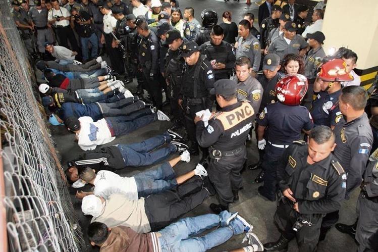 El Ministerio de Gobernación quiere que se reforme el Código Penal para que las pandillas sean consideradas como terroristas. (Foto Prensa Libre: HemerotecaPL)