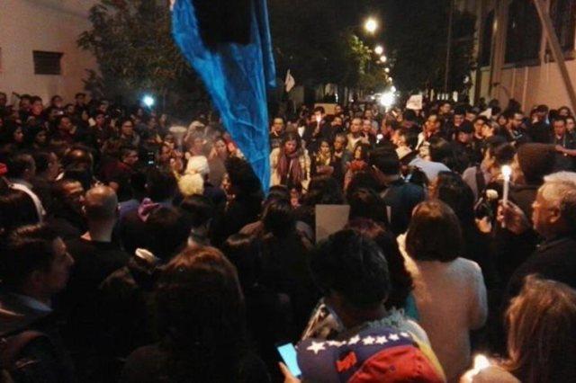 Manifestantes culpan al Estado de la tragedia en Hogar Seguro. (Foto: Antonio Ixcot)