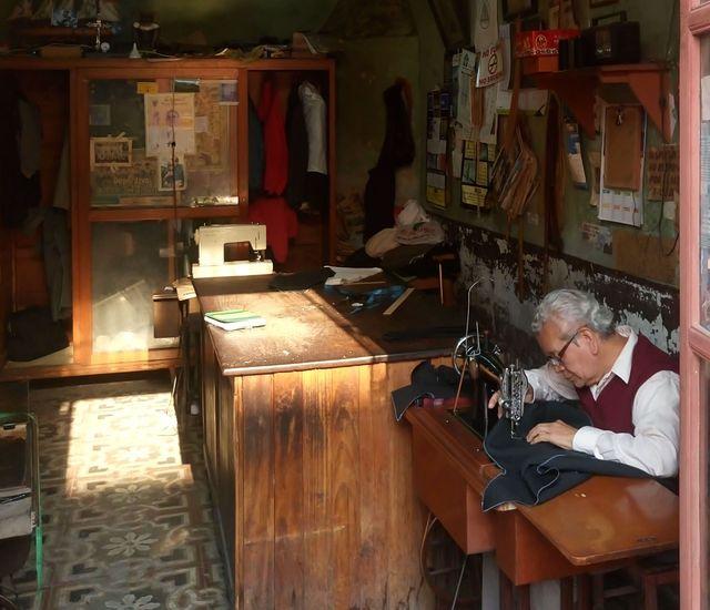 Trabajan sin cerrar al mediodía. (Fotos Prensa Libre: José Luis Escobar).