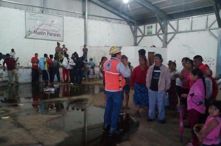 Hasta este martes, tres mil 557 personas permanecían albergadas. (Foto Prensa Libre: Hemeroteca PL)