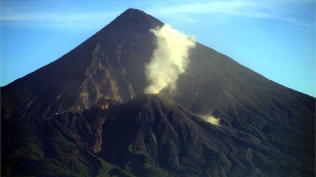 El Santiaguito surgió en las laderas del volcán Santa María. AFP