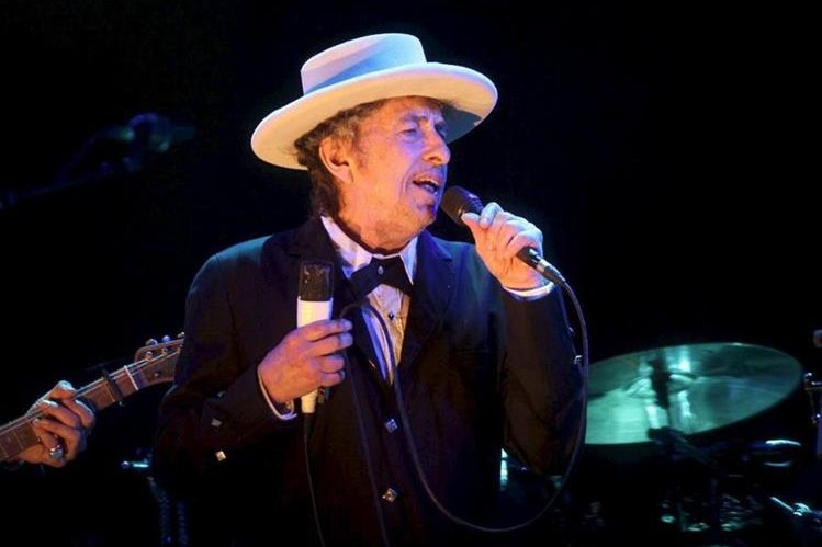 """El estadounidense Bob Dylan ganó el premio Nobel de Literatura 2016 por """"haber creado una nueva expresión poética dentro de la gran tradición de la canción americana"""". (Foto Prensa Libre: EFE)"""