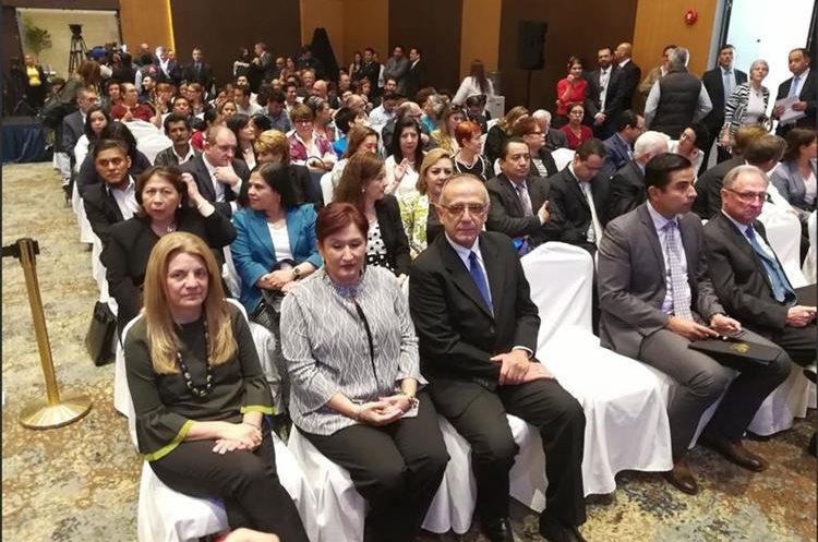 Thelma Aldana (segunda de la izquierda) e Iván Velásquez (centro), durante la presentación del Frente. (Foto Prensa Libre: Geovanni Contreras)