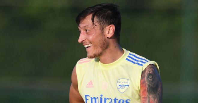 Arsenal's Mesut Ozil picks up huge loyalty bonus despite not playing