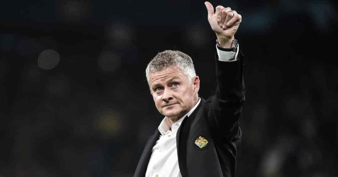 Man Utd manager Ole Gunnar Solskjaer giving a thumbs up 2021