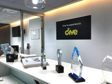Los despacho de Tagsonomy, con el logo de su plataforma digital Dive.tv.