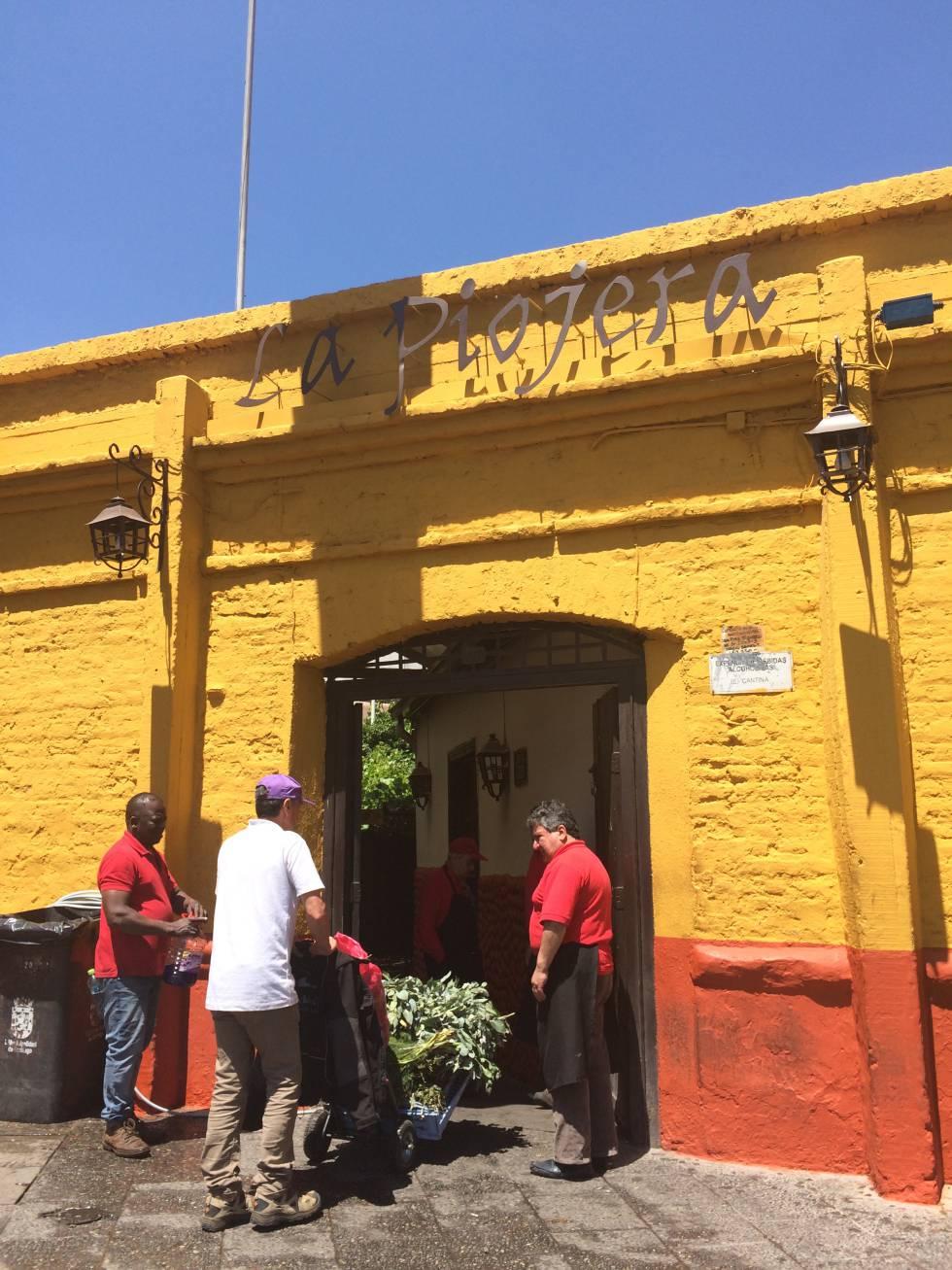 La Piojera, uno de los bares más emblemáticos de la capital donde gustar el auténtico y famoso terremoto (cóctel).