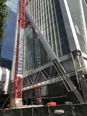 Últimos retoques de un edificio icónico en el corazón de los negocios en San Francisco.