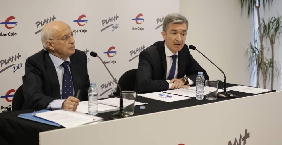 El presidente de Ibercaja, José Luis Aguirre, y Victor Iglesias, consejero delegado de la entidad, durante la presentación.