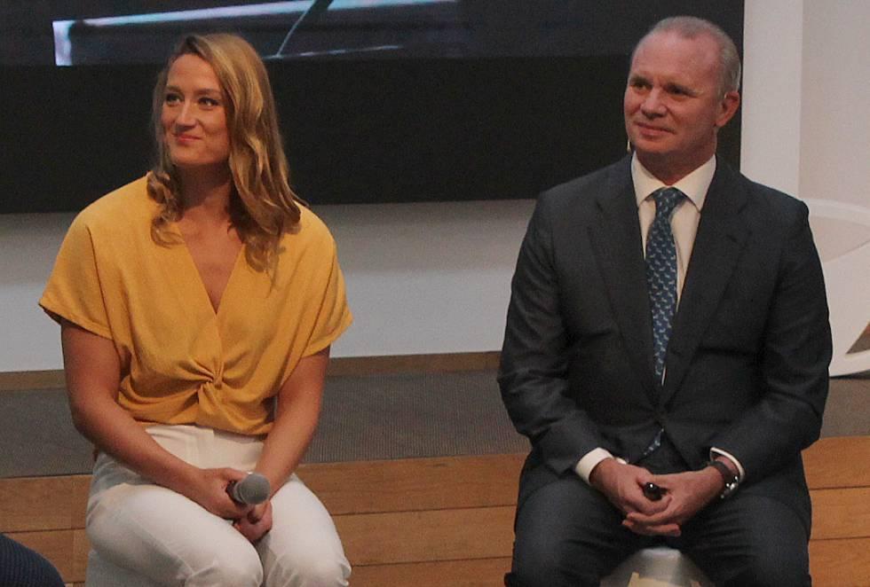 Mireia Belmonte, medallista olímpica, y Leopoldo Satrústegui, director general de Hyundai España en la presentación del plan Move.