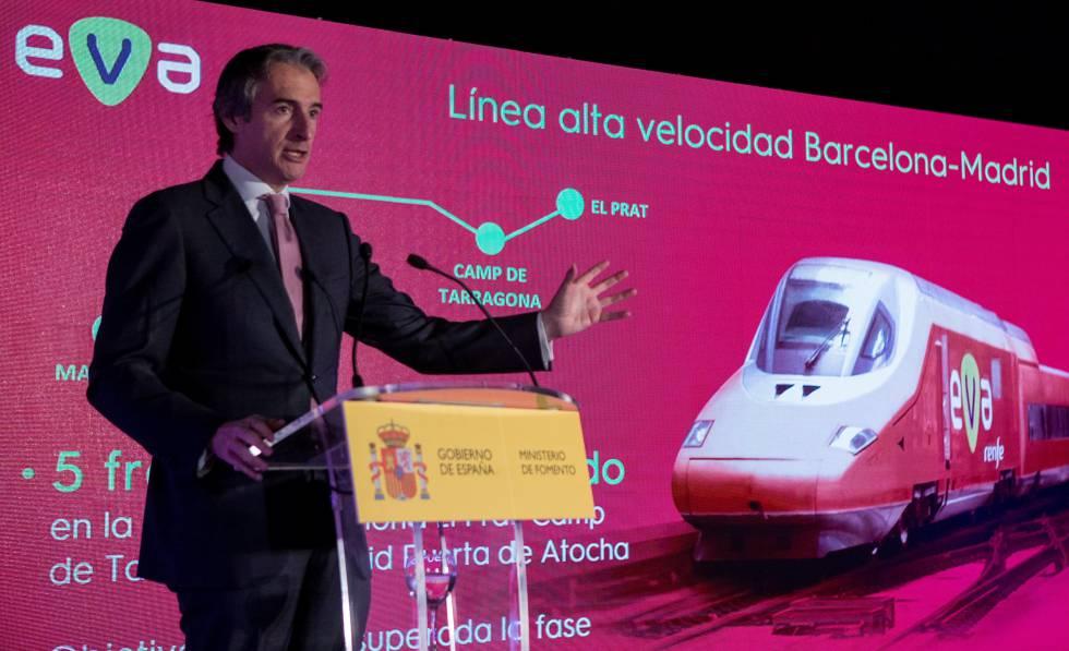 Íñigo de la Serna presentó el AVE 'low cost' EVA en febrero de 2018, durante su etapa como ministro de Fomento.