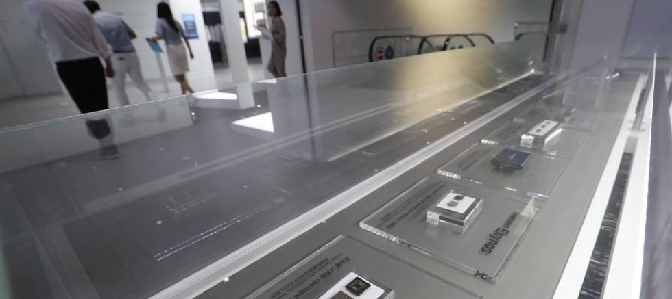 MIcroprocesadores de Samsung, en una tienda en Seúl.