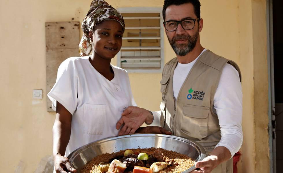 Quique Dacosta, en un viaje a Senegal para luchar contra el hambre.