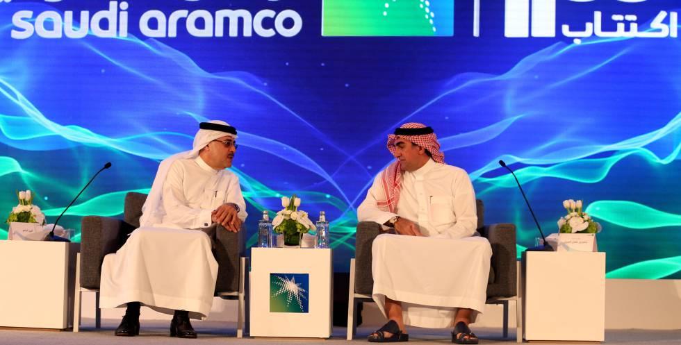 Amin H. Nasser, consejero delegado de Aramco, y Yasser al-Rumayyan, presidente, en la presentación de la salida a Bolsa en Dhahran